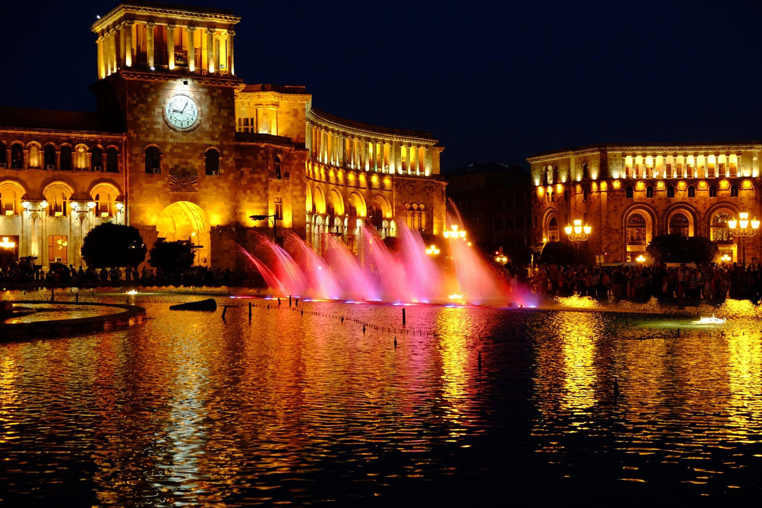 دیدنی های ایروان میدان هراپاراک
