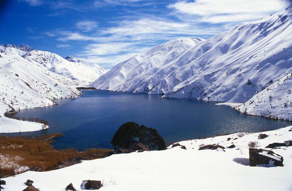 تصویر دریاچه گهر دورود در فصل زمستان